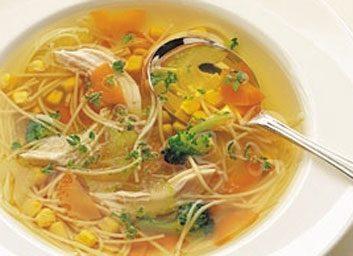 La soupe au poulet et aux légumes
