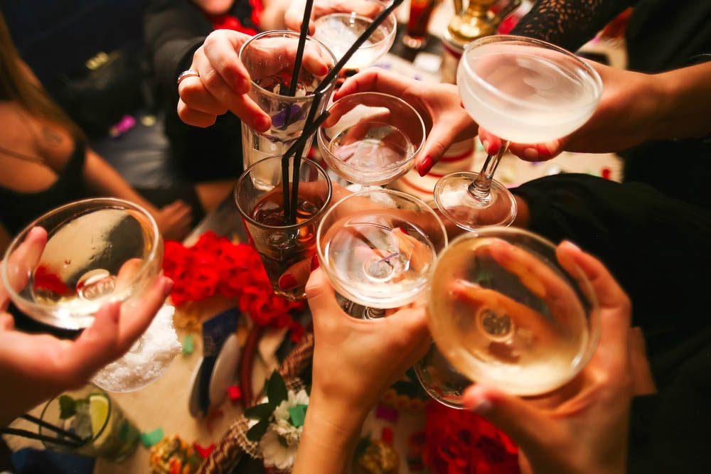 Prévenez l'ostéoporose en limitant votre consommation d'alcool.