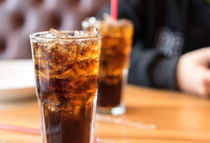 Luttez contre l'ostéoporose en évitant la consommation de soda.