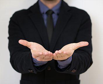 Construisez la confiance avec les paumes de vos mains
