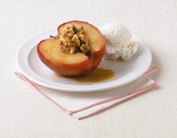 Pommes au four avec sirop d'érable et noix