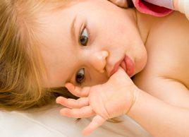 Quand votre enfant doit-il cesser de sucer son pouce?