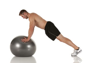 Push-up sur un ballon d'exercice