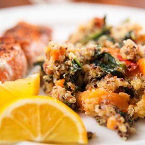 Délicieuse recette de saumon rôti à la courge et au quinoa