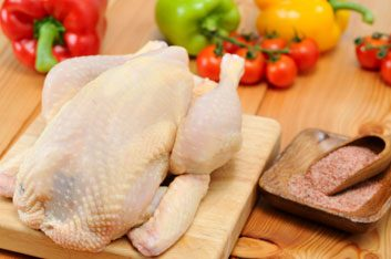3. Quels aliments risquent d'être contaminés par la salmonelle, une cause fréquente de maladie?