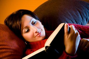Lire sous un faible éclairage peut endommager les yeux