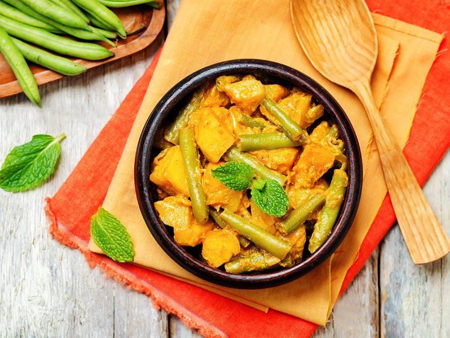 Recette faible en calories: les légumes au curry.