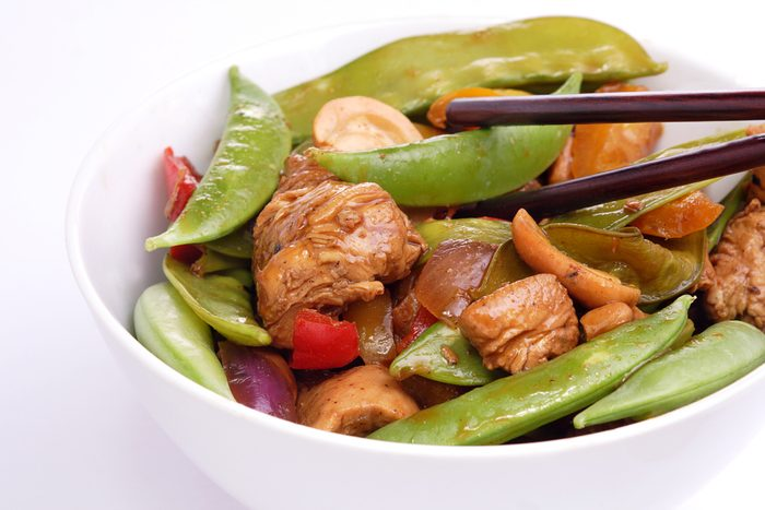 Une recette de sauté poulet avec pois mange-tout pour les diabétiques