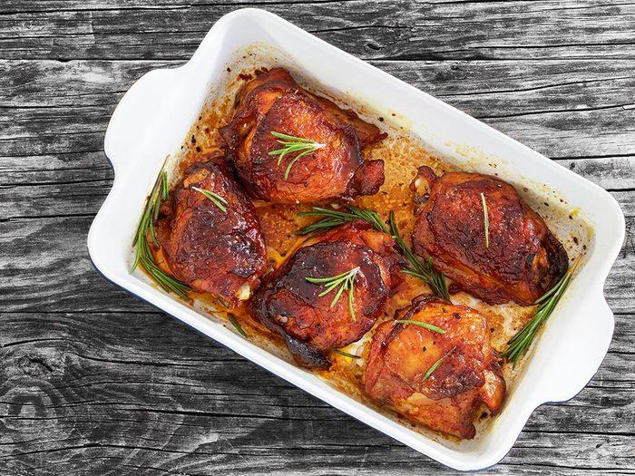 Recette faible en calories: le poulet au romarin.