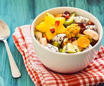 Salade de fruits exotiques, crème à la noix de coco