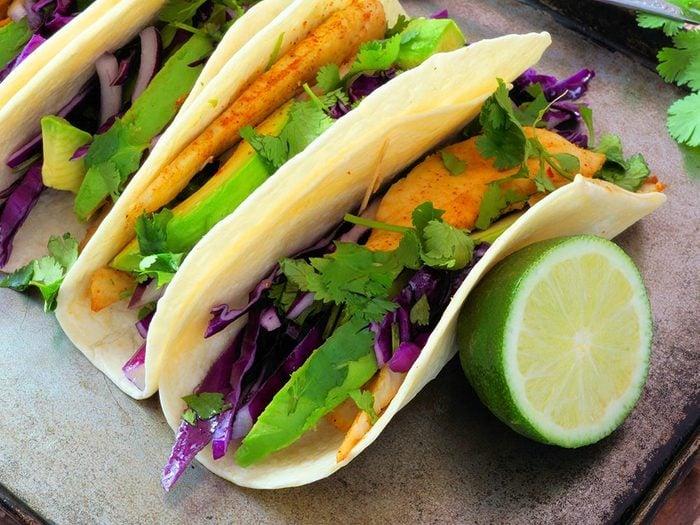 Recette faible en calories: tacos au poisson.