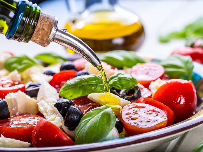 Le choix de l'huile est important dans le cadre d'un régime méditerranéen.