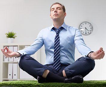 Q: Pour lutter efficacement contre le stress, il faudrait donc changer notre façon de penser. Comment devons-nous procéder ?
