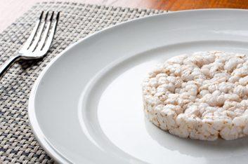 Réponse: la galette de riz soufflé