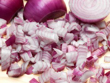 4. Garnissez vos salades d'oignon.
