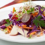 Recette santé de salade de pomme et de pousses variées