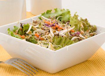 Salade de lentilles et de légumes au citron