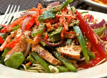 Salade tiède au poulet et au sésame