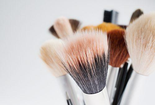 10 secrets de beauté peu coûteux que seuls les pros connaissent