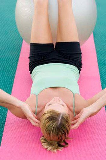 Musculation: Le crunch (ou tout autre exercice abdominal)