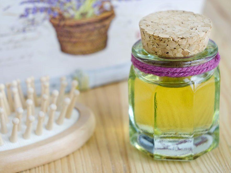Traitement à l'huile chaude et rince-cheveux au vinaigre