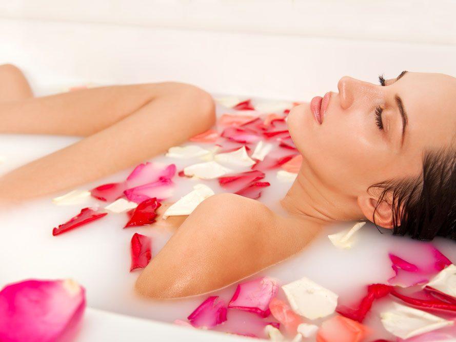 Sachets de pétales de rose aux huiles essentielles pour le bain