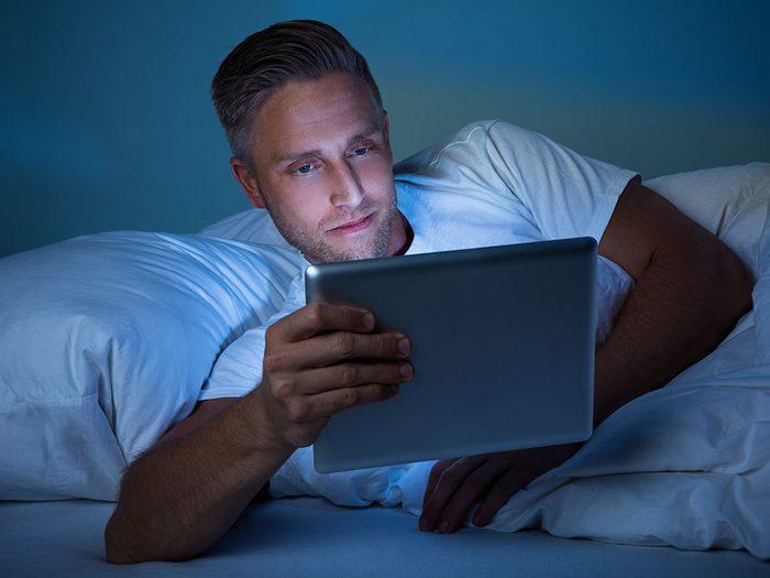 Pour un sommeil réparateur, sortez les écrans de la chambre à coucher.