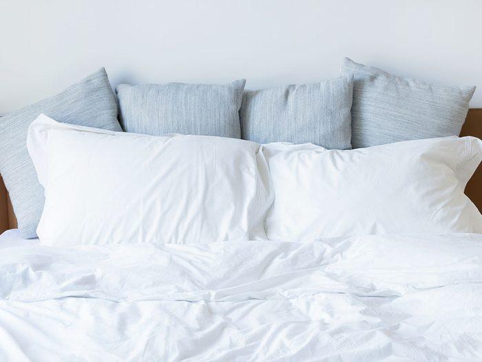 Pour un sommeil réparateur, choisissez un oreiller adéquat.