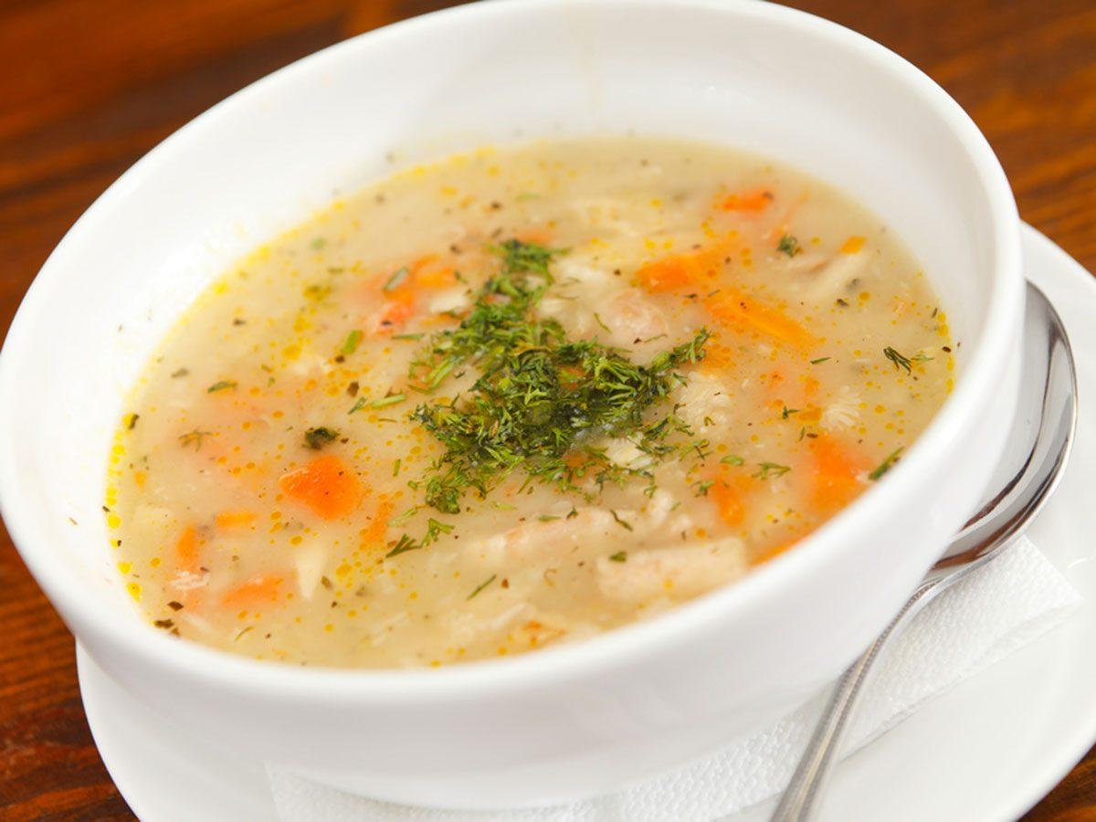 Une soupe au poulet pour cuisiner le quinoa