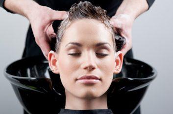 Mettez fin au shampooing quotidien