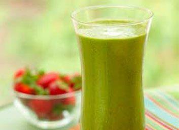 Une boisson fouettée verte