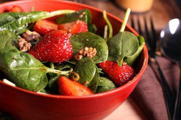 10. Sauté aux fraises et aux épinards