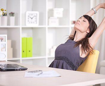 Étirements des hanches au bureau