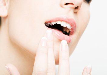 7. Si vous avez des taches blanches sur les dents...