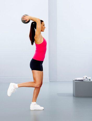 2. Flexion du dos et lever de jambe