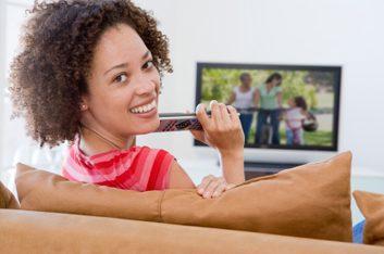 Regarder la télévision de près est dommageable pour les yeux