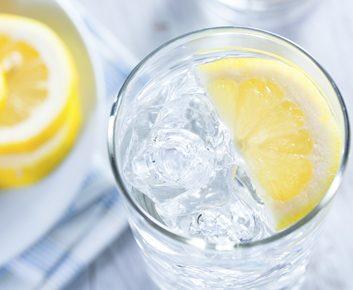 5. Prenez un verre d'eau (250 ml).