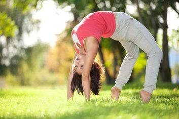 Essayez le yoga au parc