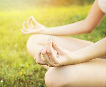 10 positions de yoga pour soulager l'anxiété