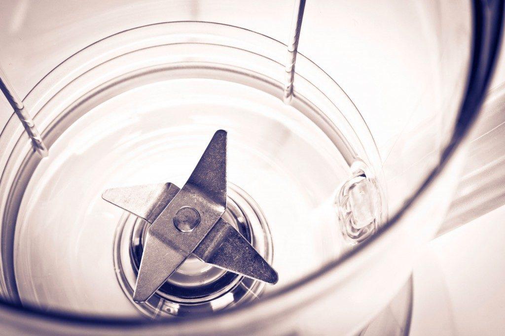 Nettoyez votre mélangeur sans éponge