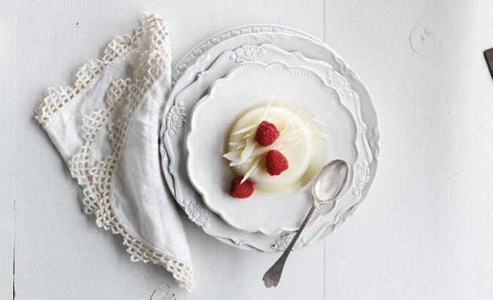 Le Panna Cotta au chocolat blanc est un dessert délicieux à essayer.