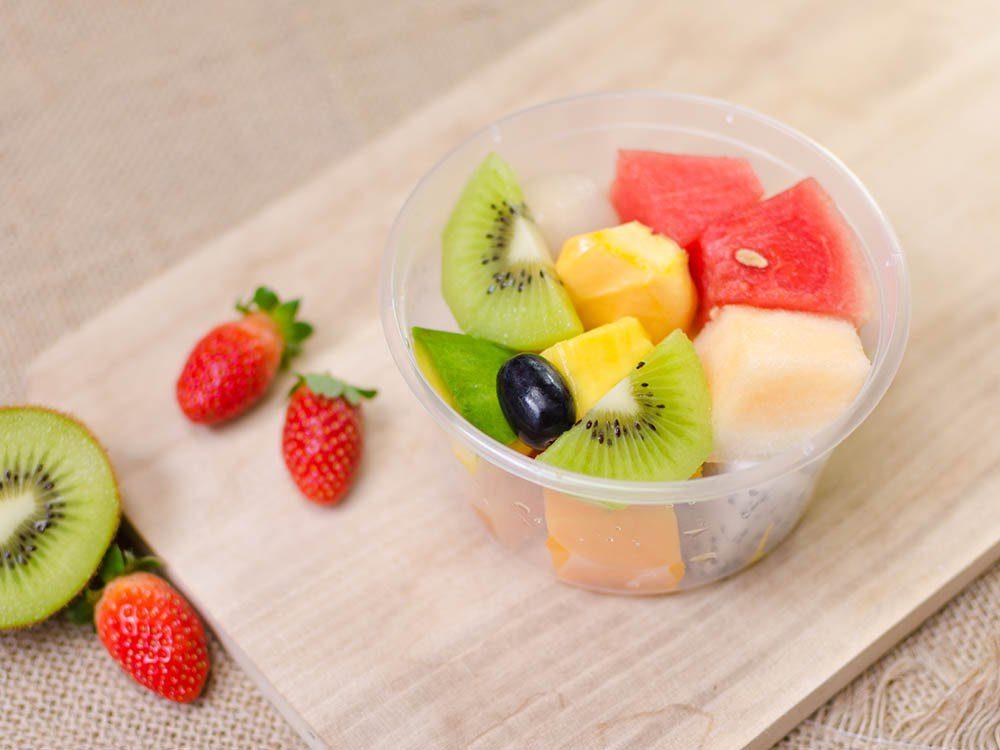 Aliments à ne pas racheter: les fruits déjà découpés.
