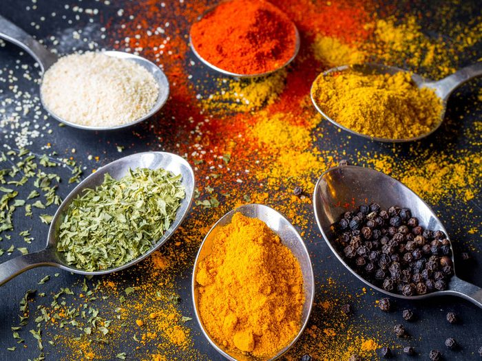 Aliments à ne pas racheter: les mélanges à épices.