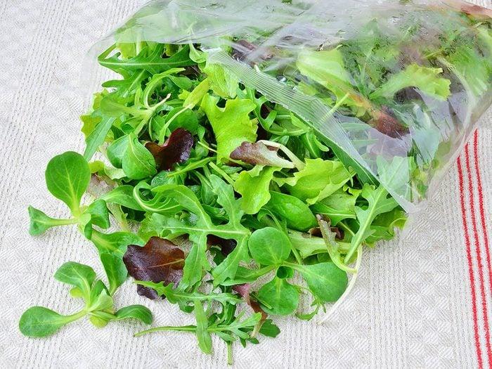 Aliments à ne pas racheter: la salade en sachet.
