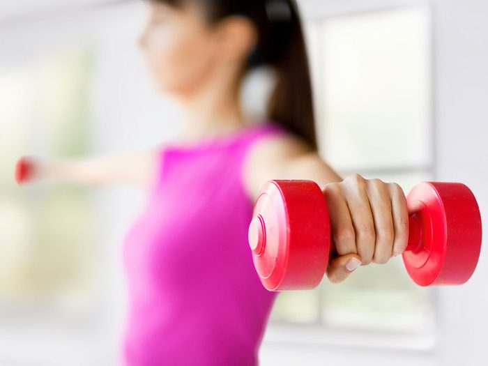 Augmentez votre métabolisme en faisant de petits exercices à la maison.