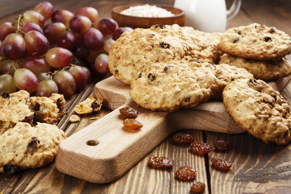 Des biscuits à l'avoine et aux raisins secs santé pour perdre du poids