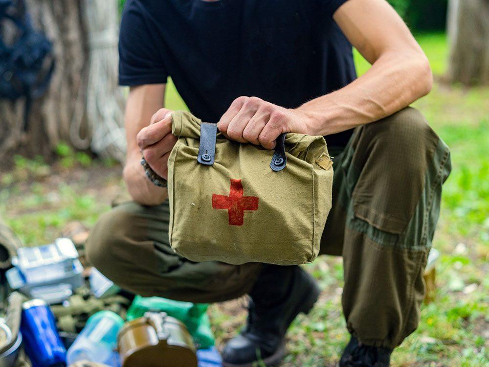 Incontournable en camping: la trousse de premiers soins.
