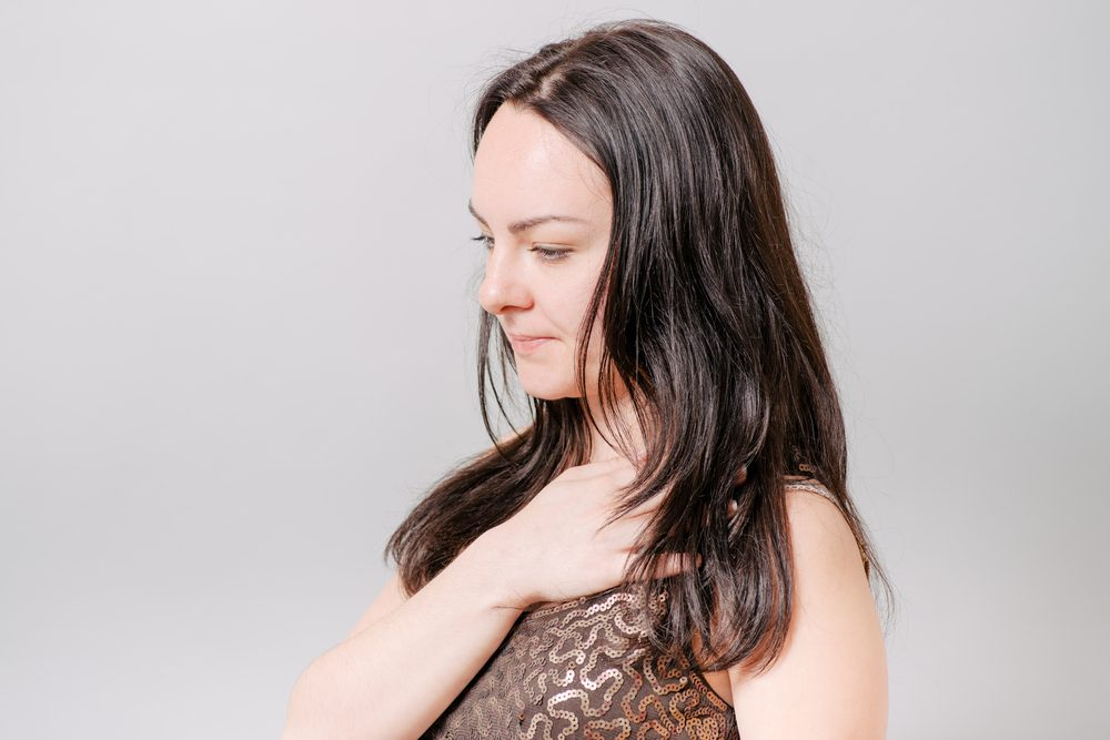 Symptôme de cancer chez la femme: une respiration sifflante et un souffle court.