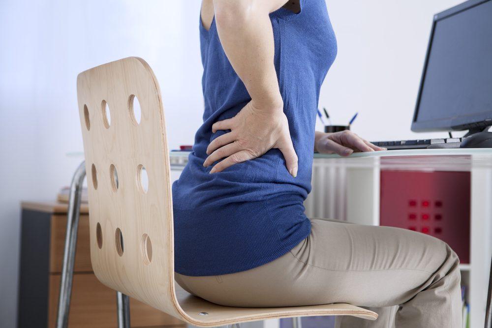 Symptôme de cancer chez la femme: douleur au dos.