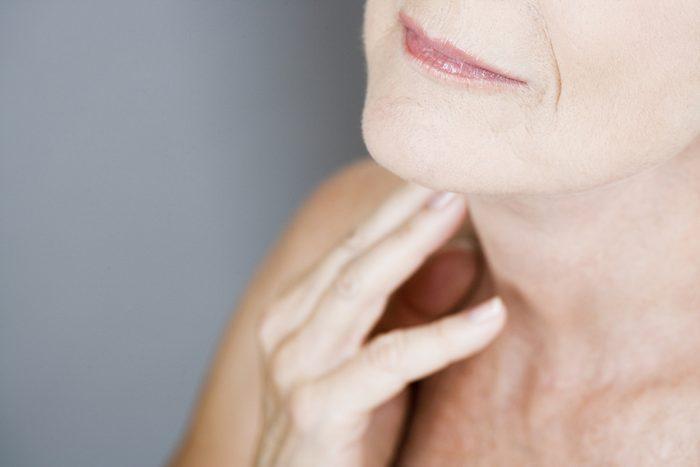 Symptôme de cancer chez la femme: ganglions enflés.